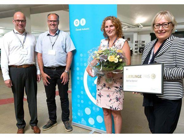 Betina Vandel fik forleden overrakt prisen som Årets Lærling af formanden for DI i Trekantområdet Helle F. Andersen og borgmester Jørn Pedersen, Kolding Kommune.