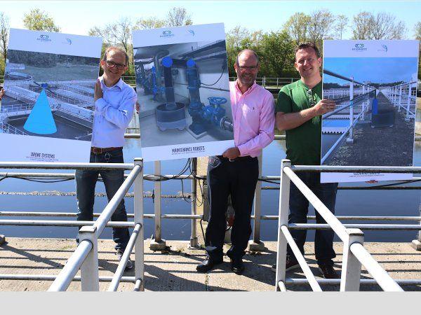 (f.v.) Karsten Lumbye Jensen, Claus Risager og Flemming Møller havde på dagen medbragt illustrationer af nogle af de mest interessante robotapplikationer, der kan forbedre spildevandsrensningsanlæg.