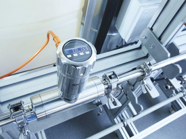 Sick DOSIC-flowmåleren anvender ultralydsteknologi til at måle flowet i væsker.