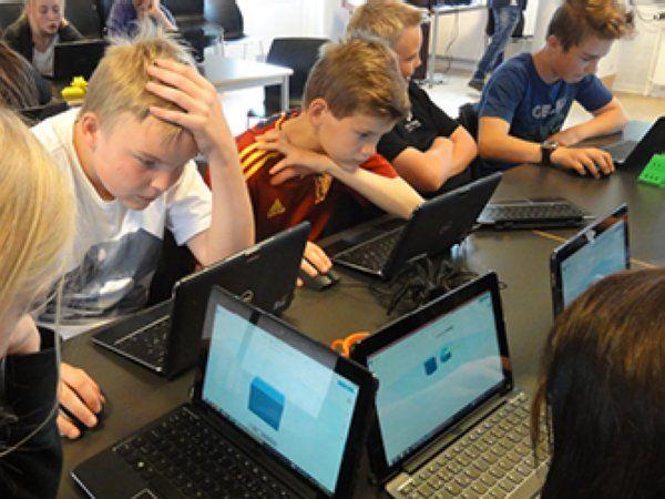 Area9 har i dag allerede store, internationale virksomheder som Hitachi Data Systems, Coloplast og Hempel på kundelisten. Og seneste har de danske stiftere åbnet et nyt selskab for adaptiv læringsteknologi med navnet Area9 Lyceum.