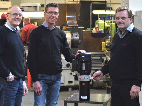 Hydra-Comp har købt sig ind i Hydropac, der er specialist i pumpestationer. Fra venstre omkring bordet ses Flemming Nielsen, Jørgen Jacobsen og Jesper Frederiksen.