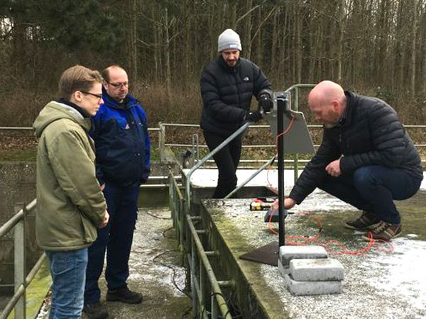 Et aktuelt samarbejde skal forbedre vandmiljøet ved hjælp af avanceret databehandling. Fra venstre mod højre: Anders Høedholt, MONTEM, Henrik Voldbrik Sørensen, Aarhus Vand, Christian Østergaard Laursen, MONTEM, og Morten Nygaard, Aarhus Vand.