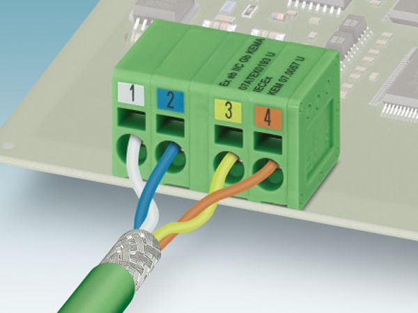 De 4-polede printklemmer til Profinet-dataoverførsel fra Phoenix Contact.