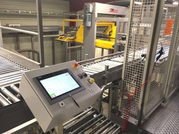 """Ifølge Anders Siefert har samarbejdet med Dan Palletiser """"bare fungeret"""" siden dag 1, og blandt andet derfor tøvede Orkla heller ikke med at investere i et palleteringsanlæg til deres nøddecenter, som nu – ligesom på chips-fabrikken –også kører med fuldautomatisk palletering af deres produkter."""
