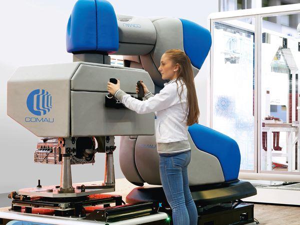 Med AURA har Comau udviklet en løsning der – på sigt - kan anvendes til enhver robot uanset størrelse for at gøre den kollaborativ. Det fungerer ved at man påfører en robot et ekstra lag og derved gør den kollaborativ.
