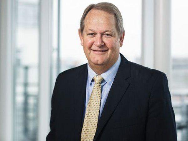 Regering og Folketinget skal tænke helt anderledes i den økonomiske politik, opfordrer Ledernes direktør Henrik Bach Mortensen.