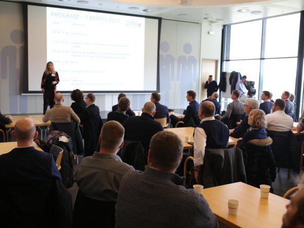 Arrangementet var på forhånd fuldt booket med venteliste, og fremmødet på dagen var da også i top med godt 60 branchefolk forbi teknologicentret.