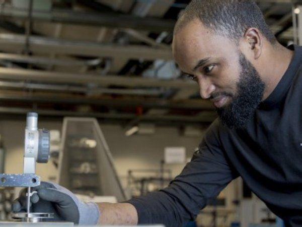 Abdu Mahmud Saleh har grebet chancen, og håber at han får lov at uddanne sig til faglært industrioperatør.