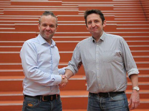 Afgående Cluster Manager hos Robocluster Bjarke Falk Nielsen (t.h.) byder velkommen til Morten Nielsen (t.v.), der tiltræder 1. februar.