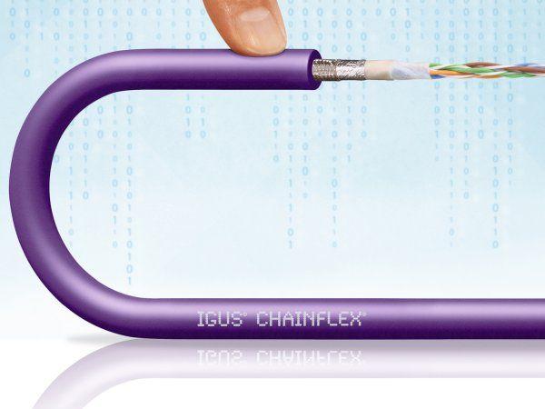 CFBUS.LB-familien af Chainflex kabler blev udviklet af Igus specielt til forhold med begrænset plads. Det gør den til en mulig partner til Harting-løsninger såsom ix-stikket. (Kilde: Igus GmbH)