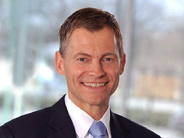 For 2018 forventer Danfoss at fastholde eller udbygge markedsandele og samtidig fastholde en profitabilitet målt som margin på niveau med 2017 efter betydelige investeringer i digitalisering, oplyser øverste koncernchef, CEO Kim Fausing.