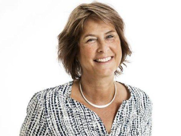 Før Mette Wier i 2014 tiltrådte som prodekan på KU, har hun været professor på både KU og RUC. I perioden 2005 til 2013 var hun direktør i sektorforskningsinstituttet AKF, Anvendt KommunalForskning.