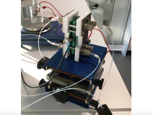 Her prototypen på 1,5 volt, der beviser, at teknologien virker.
