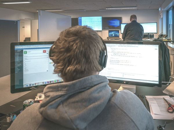Hackerangreb og flere cyberkriminelle har givet ComTeam, der hjælper virksomhederne med at holde de ubudne gæster ude, øget vækst.