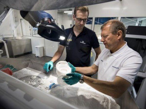 Grundfos har løftet AM-teknologierne et niveau yderligere op, og kan nu udnytte materialer, som eksempelvis metaller, i andre sammenhænge end hidtil, hvilket igen åbner døre for at tilføje nye elementer i udviklingsarbejdet.
