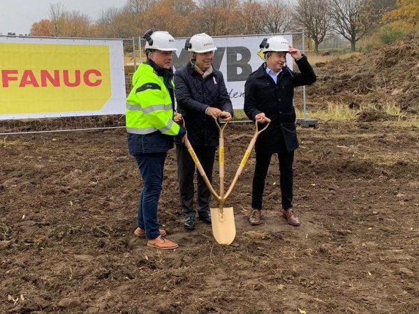Forleden blev Fanuc Nordic-byggeriet i Malmø indledt med første spadestik ved fra venstre byggefirmaet MVB´s direktør Thomas Ellkvist, Business Director Pehr Andersson, Malmö Kommun og Fanuc Nordic-direktør Cerold Andersson.