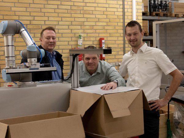 Fra venstre ses Michael Hye Nielsen, der er direktør i Robot Nordic, Mikael Thomsen, direktør i Eltraco Automation og Anders Martiny, der er teknisk direktør i Robot Nordic.