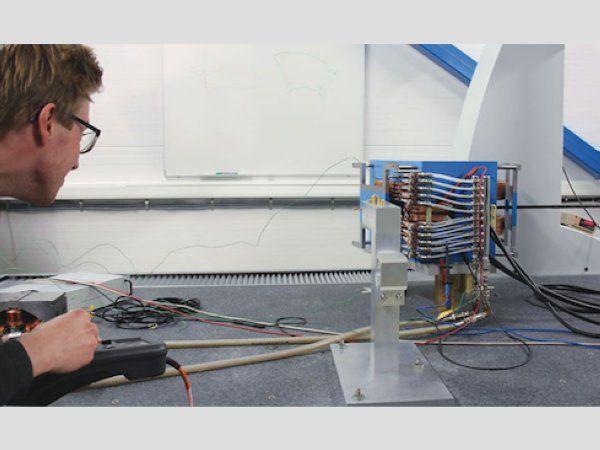 """""""Vi kan måle magneten i præcis det samme koordinatsystem, som kunden bruger derefter, når du installerer det, så vi hopper over et trin i kæden. Det vi ved, er vi de eneste, der har denne løsning,"""" siger Anton Ahl."""