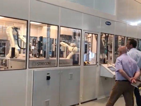 Automatiseringen har betydet, at virksomheden kan konkurrere i omkostning med lavtlønslande som Kina. Desuden hjælper automatiseringen på andre områder. Blandt andet har det været med til at hæve kvalitetsniveauet betydeligt på produkterne, siger Production Engineer hos Linak, Malte Bastiansen.