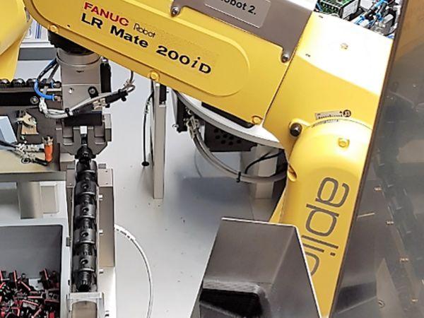 Eksempel på robotautomatisering af en montageproces.