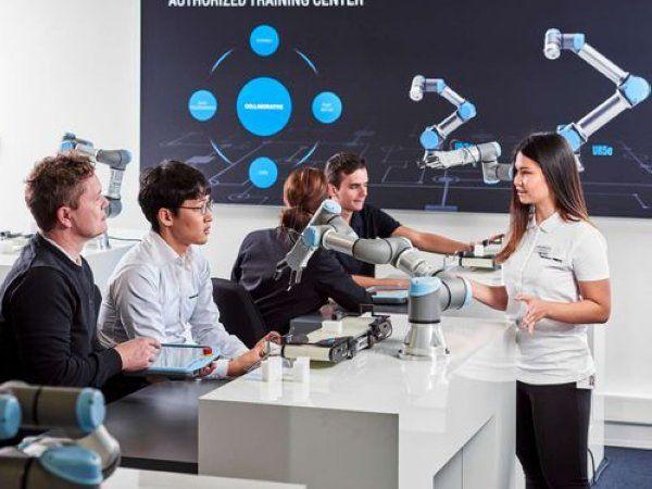 UR etablerer som en del af sin mission om at gøre fordelene ved kollaborativ robotteknologi bredt tilgængelige, nu et verdensomspændende netværk af autoriserede uddannelsescentre, der bygger videre på selskabets gratis online-træning gennem Universal Robots Academy.