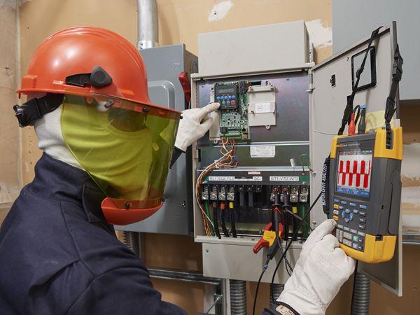 Fluke-instrumenterne gør det lettere at udføre fejlsøgning på frekvensomformere og udgør tre testværktøjer i ét: Motorstyringsanalysator, kurveformsanalysator og datalogger med optagefunktion, fremhæver RS.