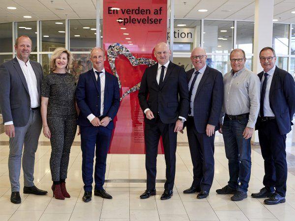 Administrerende direktør Georg Sørensen (i midten) sammen med bestyrelsen i MCH, der (fra venstre) består af Peter Frahm, Emilia van Hauen, Poul Sand (formand), Hans Henrik Okstrøm, Esben Amorsen og Sten Andersen. (Foto: MCH/Tony Brøchner)