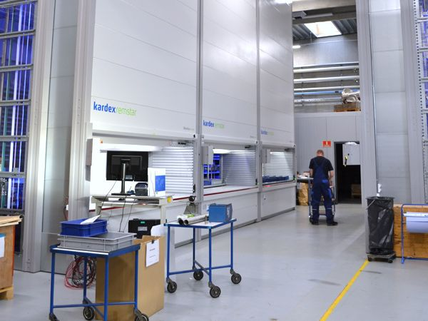 BJ-Gear har anskaffet tre Kardex Remstar Shuttle XP-lagerautomater, der skal reducere det gamle hyldelager og automatisere lagerstyringen, meddeler virksomheden.