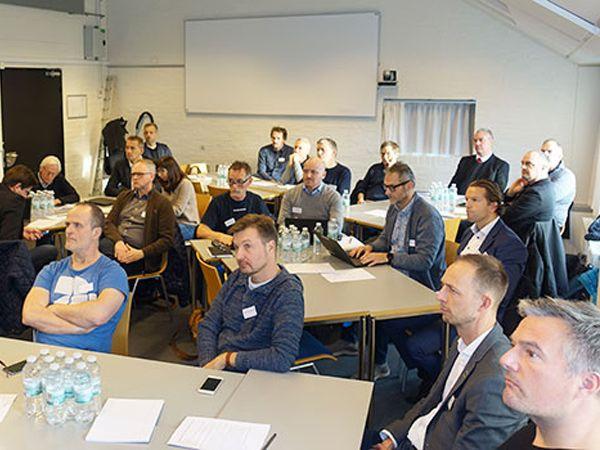 Repæsentanter fra virksomheder, regionen og uddannelsesinstitutioner i Nordjylland samlet i en workshop om de seneste digitale løsninger.