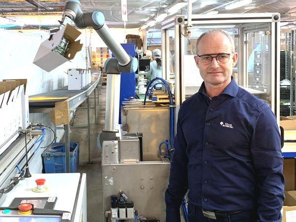 Gartneriet Rosborgs UR10-robotarm, der giver det højteknologisk gartneri effektiv sortering af krydderurterne, fastslår virksomhedens direktør Johnny Albertsen.