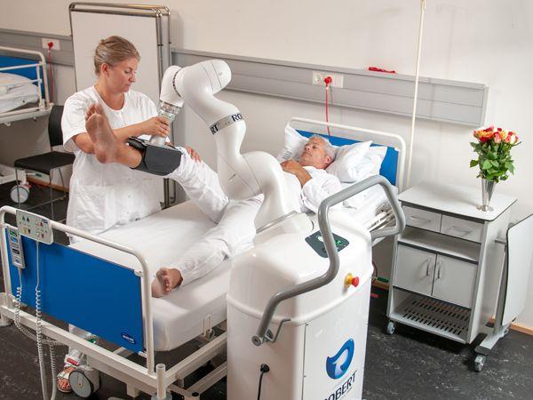 Sygeplejerskes Carina Lykke Jensens robot, ROBERT, kan forkorte indlæggelsestiden og skåne personalet.
