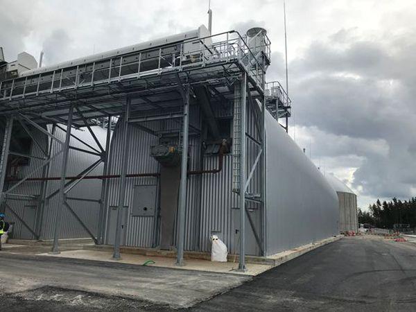 E-On-biogasanlægget omdanner madaffald og andet organisk materiale fra husholdninger, industri, fødevareproduktion og kommunale institutioner til biogas og biogødning.
