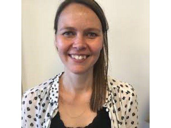Det er en god idé at gøre som i Sverige og få flere bachelorer i arbejde, fremhæver Ledernes chefkonsulent Christina Laugesen.