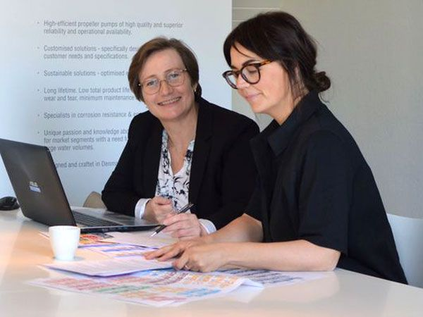 Her er Else Marie Kristiansen fra Amilkon og Louise Lykkegaard fra Lykkegaard i gang med at arbejde med FN's Verdensmål.