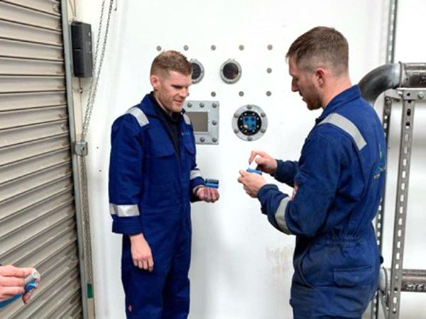 Installationstræning er et mix af teori og praksis hos Roxtec-regi, fremhæver virksomheden.