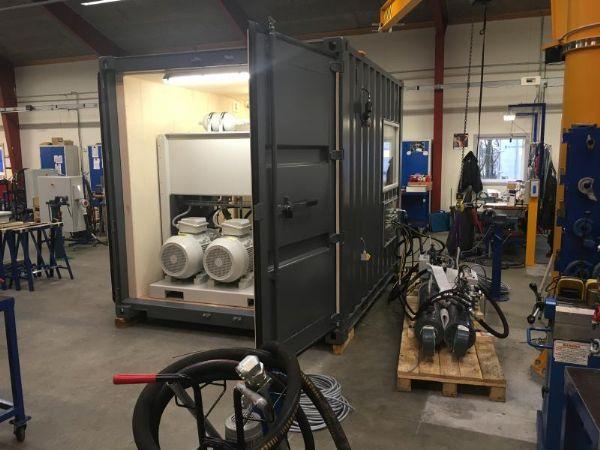 Et stort hydraulisk anlæg til Roll-on-/Roll-off-rampe er under montage hos Serman & Tipsmark.