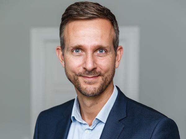 Vicedirektør Jakob Brandt, SMVdanmark, ser frem til at deltagerne i organisationens Klimanetværk bringer gode ideer til torvs, som sikre tiltag, der tager højde for SMV'ernes hverdag og vilkår og dermed sikre, at den grønne omstilling reelt kan blive til noget i SMV'erne.