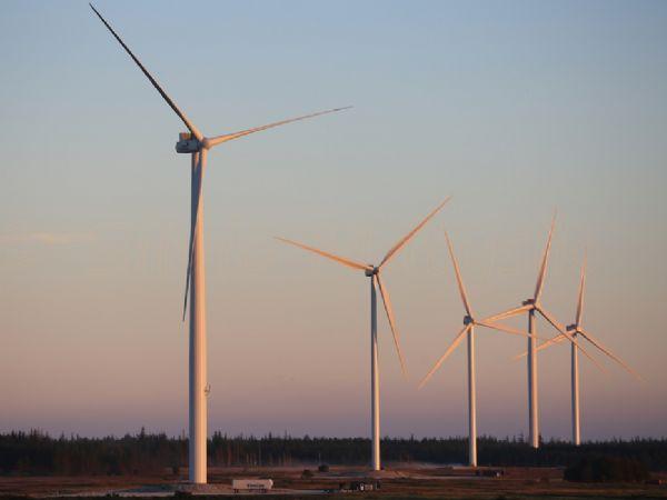 En af de i alt 53 vindmøller til Polen er af typen V126-3.45 MegaWatt.