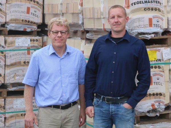 Gustav Nebel (t.v.) fra Sønderborg Vækstråd har spillet en central rolle i Fr. Petersen Maskinfabriks bestræbelser på at opnå støtte fra Innovationsfondens InnoBooster-pulje. Ansvaret for InnoBrick-projektet har mekanikingeniør Christian Nicolaisen (t.h.).