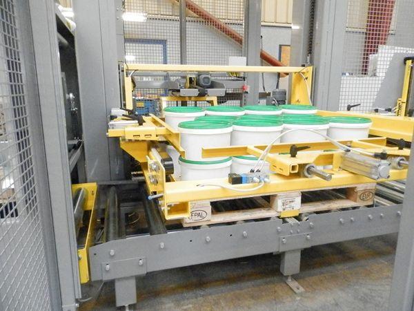 En specialdesignet palleteringsrobot fra Dan Palletiser har aktuelt været med til at forbedre det fysiske arbejdsmiljø hos en af Storbritanniens største fødevareproducenter, Hain Daniels.