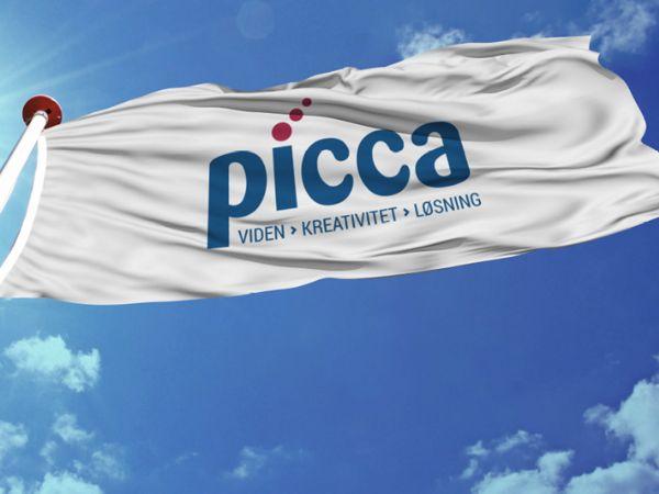 Picca kipper med flaget for den aktuelt ansatte medarbejder nummer 100.