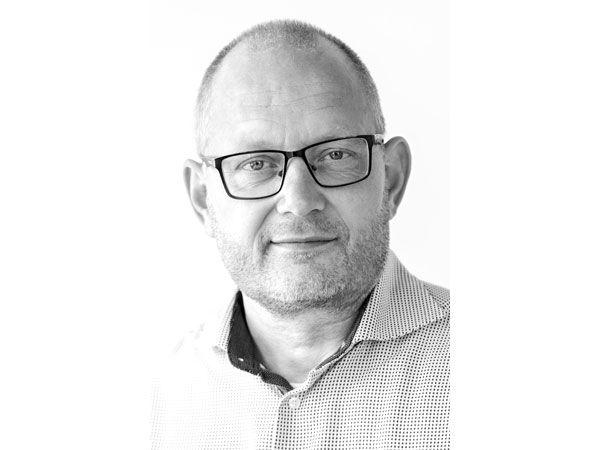 Lars Kent, der også har en stor passion for biler og motorsport, og er lidt af en teknikfreak i sin fritid, er blevet medejer og driftsdirektør hos Høyrup & Clemmensen.