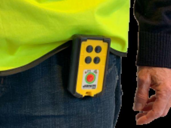 ComSystem-alarmen kan sagtens placeres i en lomme, og har en typisk rækkevidde på mellem 50 og 200 meter.