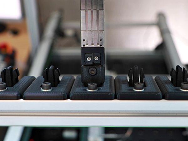 Eksperimentets robotfingersystem gør, at man kan skifte imellem forskellige griberfingre uden at skifte selve den elektriske griber på robotten.