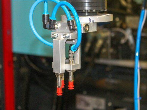 Hos Kühn Plast har Dansk RobotTeknik aktuelt leveret en dedikeret og løsningsorienteret robot, dskræddersyet til virksomhedens ønsker.