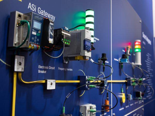 ASi-5 gør det nemt at tilslutte en lang række forskellige IO-Link-enheder til kontrolsystemet, fremhæver Bihl+Wiedemann Nordic.