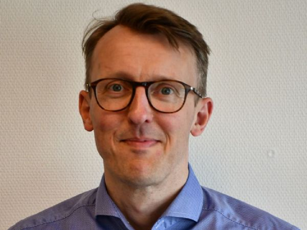 Det er en god idé at overveje mulige ændringer af det nuværende system, hvor jagten på gode karakterer fylder stadig mere i de unges bevidsthed. I TEKNIQ Arbejdsgiverne er man interesserede i et system, hvor det i langt højere grad er de unges interesser, som styrer valget af uddannelse, siger uddannelsespolitisk konsulent Jørgen Prosper Sørensen, TEKNIQ Arbejdsgiverne.