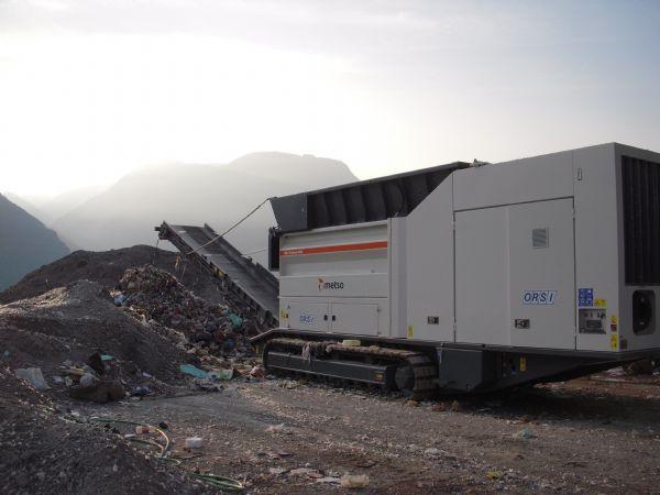 Metso producerer maskiner tilgrov- og finneddeling af affald og er blandt verdens førende på området.I processen omdannes affaldet til værdi ved at adskille de dele, som kan genanvendes i produktion eller anvendes som brændsel.