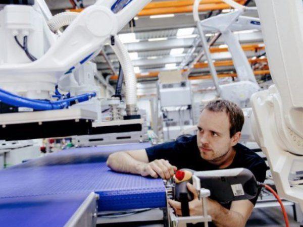 Sikkerhed er et hedt emne ikke mindst i forbindelse med implementering af cobots på danske produktionsvirksomheder.
