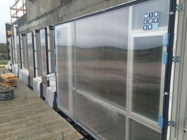 Brug af Wincover kan sikre, at vinduerne ikke bliver beskadiget i anlægsfasen. (Foto: PR)